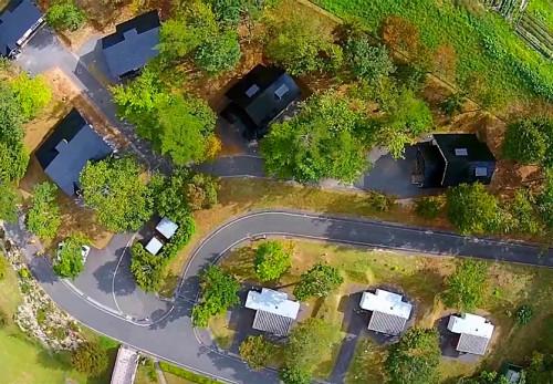 ふれあいランド岩泉コテージ・トレーラーハウスを空撮動画