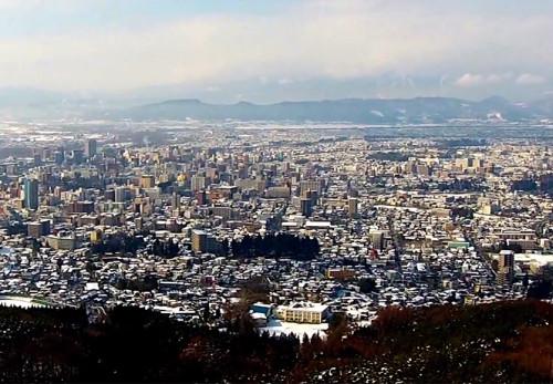 冬の岩山展望台からの景観を空撮動画
