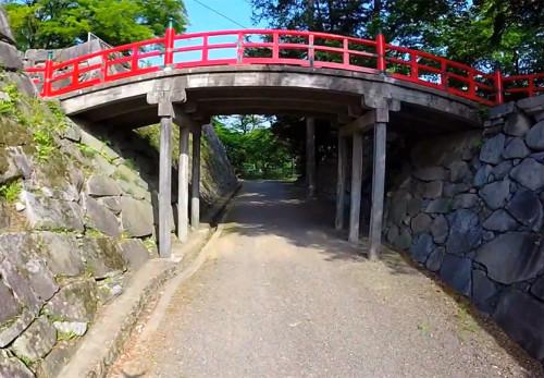 夏の盛岡城跡公園を空撮動画