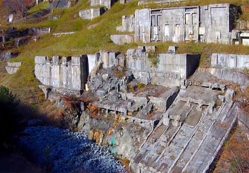 旧釜石鉱山を空撮動画