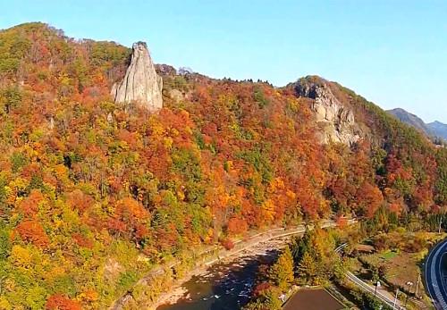 秋の馬仙峡を空撮動画