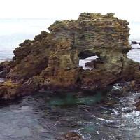 窓岩を空撮動画