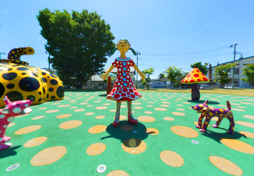 十和田市現代美術館アート広場