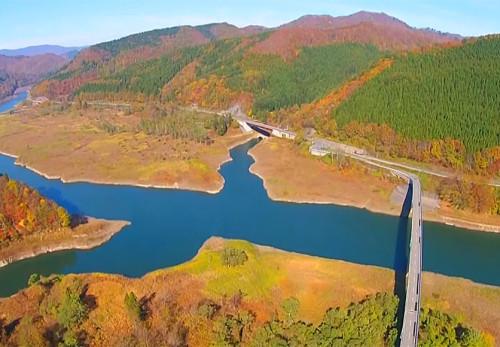 西和賀町天ヶ瀬橋を空撮動画で見る