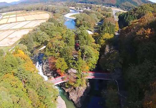 西和賀町弁天島を空撮動画
