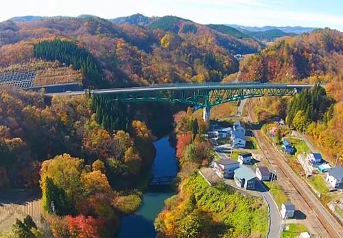 西和賀町鬼ヶ瀬川沿いを空撮動画